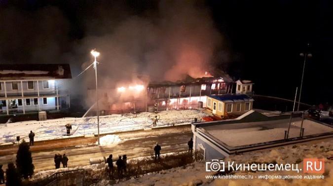 В Кинешме горит ТРК «Мирная пристань» фото 19