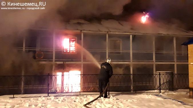 В Кинешме горит ТРК «Мирная пристань» фото 5