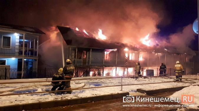 В Кинешме горит ТРК «Мирная пристань» фото 13