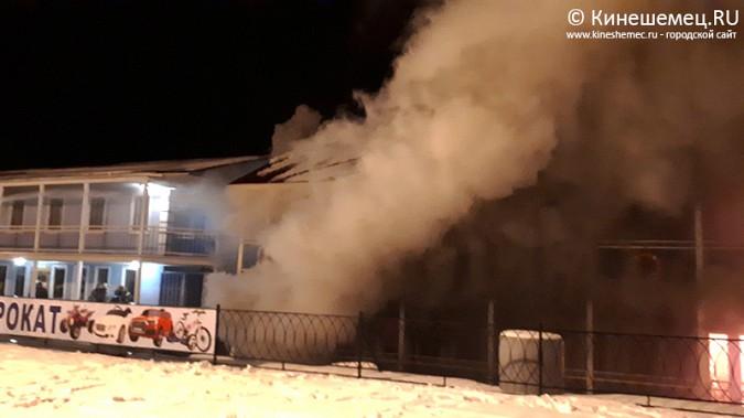 В Кинешме горит ТРК «Мирная пристань» фото 4