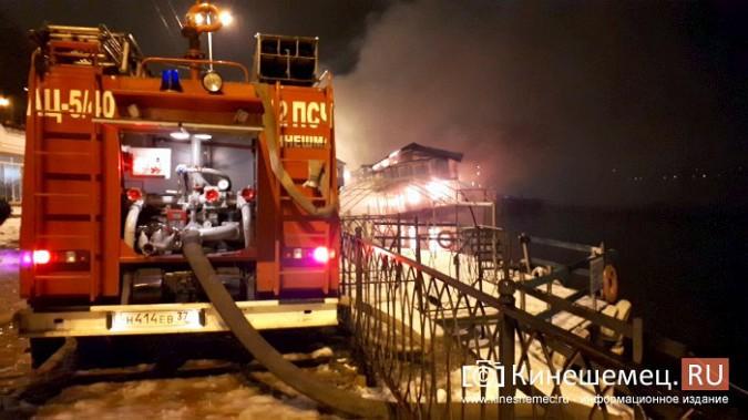 В Кинешме горит ТРК «Мирная пристань» фото 17
