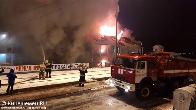 В Кинешме горит ТРК «Мирная пристань» фото 6
