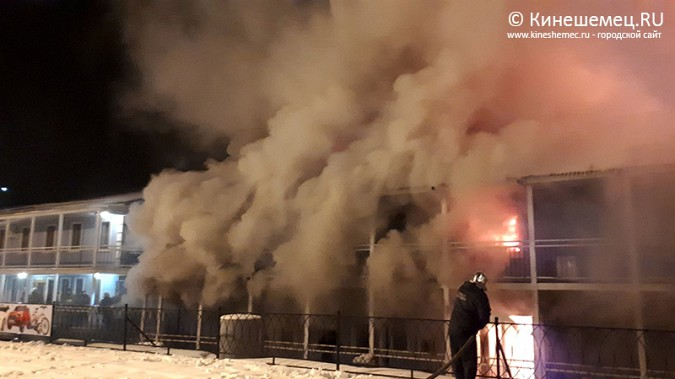 В Кинешме горит ТРК «Мирная пристань» фото 3