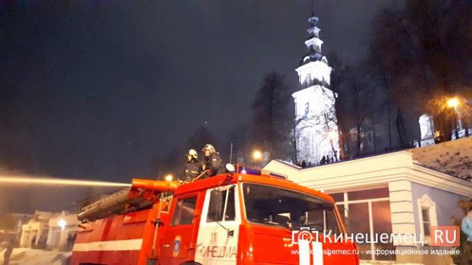 В Кинешме горит ТРК «Мирная пристань» фото 14