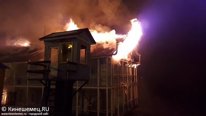 В Кинешме горит ТРК «Мирная пристань» фото 10