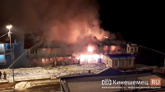 В Кинешме горит ТРК «Мирная пристань» фото 15
