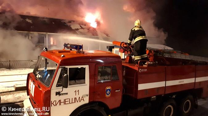 В Кинешме горит ТРК «Мирная пристань» фото 8