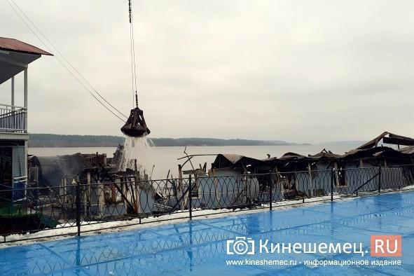В Кинешме устраняют последствия пожара на «Мирной пристани» фото 5
