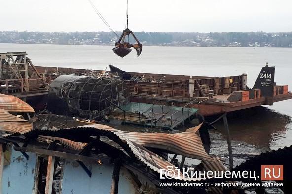 В Кинешме устраняют последствия пожара на «Мирной пристани» фото 2