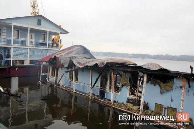 В Кинешме устраняют последствия пожара на «Мирной пристани» фото 8