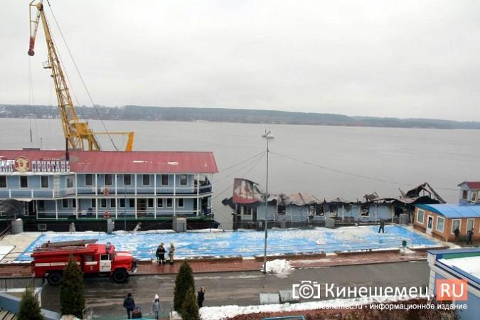 В Кинешме устраняют последствия пожара на «Мирной пристани» фото 9