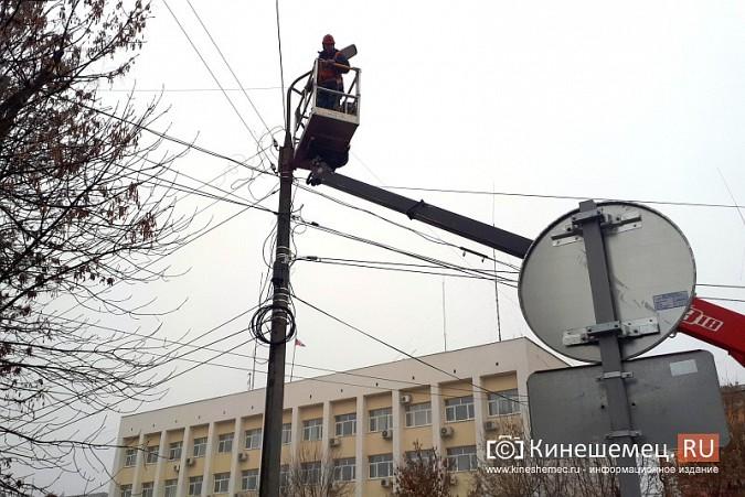 К середине декабря на улицах Кинешмы завершится установка светодиодных фонарей фото 7