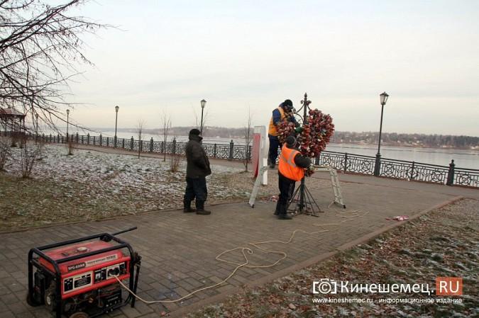 Мэрия Кинешмы дала указание срезать замки с «дерева любви» на Волжском бульваре фото 11