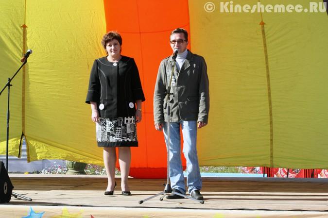 Мэрия Кинешмы дала указание срезать замки с «дерева любви» на Волжском бульваре фото 21