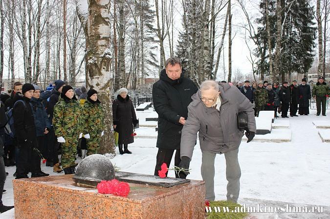 В Кинешме почтили память неизвестного солдата фото 3
