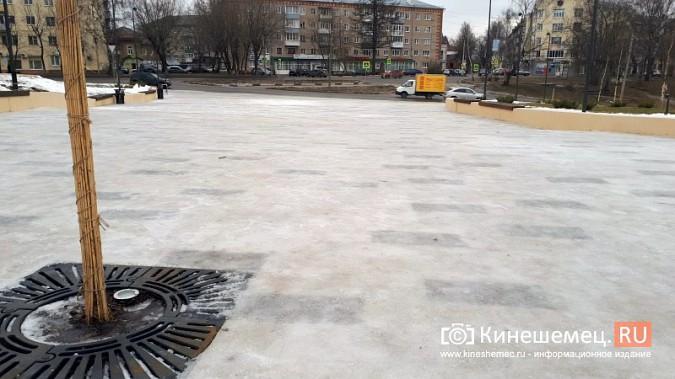 Из-за обледенения парк Кинешмы, благоустроенный за 40 млн, опасен для посещения фото 3