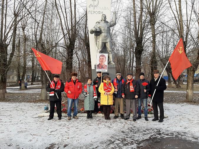 Полиция запретила коммунистам Кинешмы провезти по улицам портрет Сталина фото 3