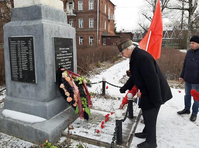 Полиция запретила коммунистам Кинешмы провезти по улицам портрет Сталина фото 4