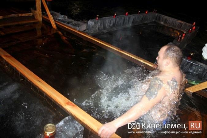 Сотни кинешемцев приняли участие в крещенских купаниях фото 12
