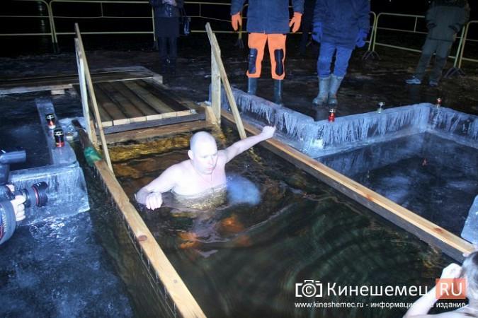 Сотни кинешемцев приняли участие в крещенских купаниях фото 18