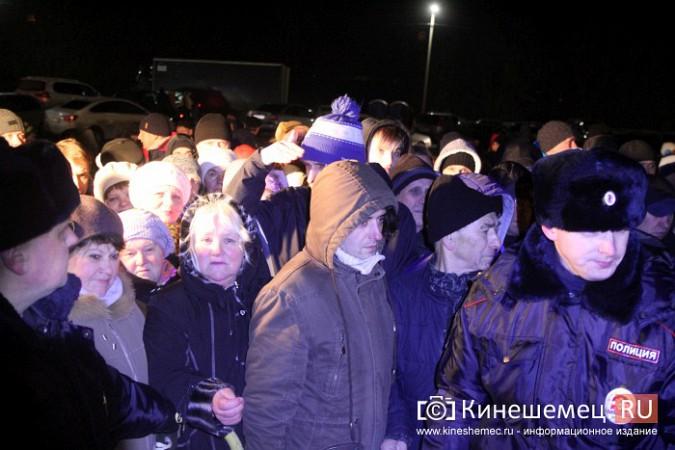 Сотни кинешемцев приняли участие в крещенских купаниях фото 6