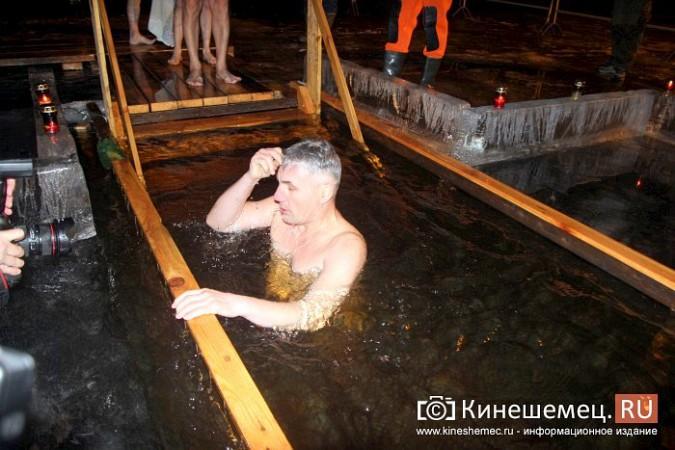 Сотни кинешемцев приняли участие в крещенских купаниях фото 25