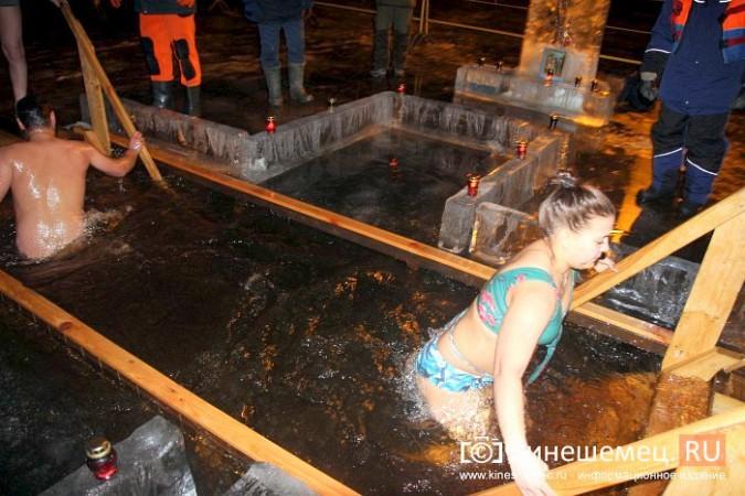 Сотни кинешемцев приняли участие в крещенских купаниях фото 24