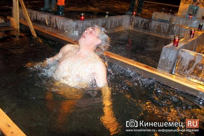 Сотни кинешемцев приняли участие в крещенских купаниях фото 26