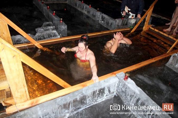 Сотни кинешемцев приняли участие в крещенских купаниях фото 21