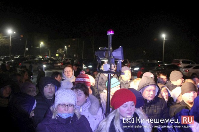 Сотни кинешемцев приняли участие в крещенских купаниях фото 7