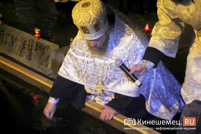 Сотни кинешемцев приняли участие в крещенских купаниях фото 5