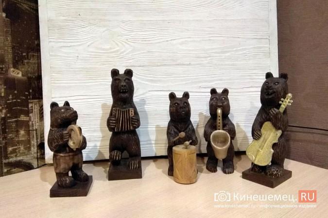 Мастер-самоучка из Кинешмы вырезает из дерева фигуры животных и людей фото 10
