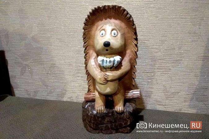 Мастер-самоучка из Кинешмы вырезает из дерева фигуры животных и людей фото 15