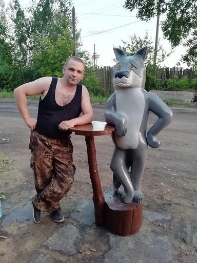 Мастер-самоучка из Кинешмы вырезает из дерева фигуры животных и людей фото 18