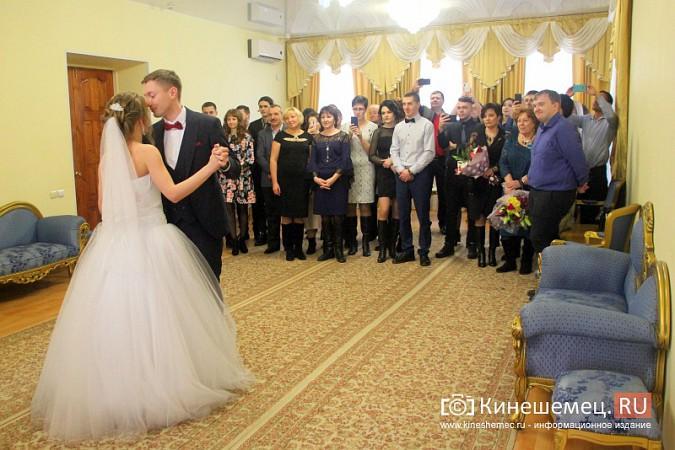 В Кинешму расписаться в День святого Валентина съехались молодожены из разных городов России фото 13