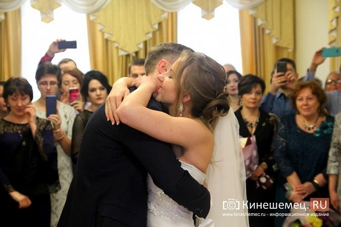 В Кинешму расписаться в День святого Валентина съехались молодожены из разных городов России фото 14