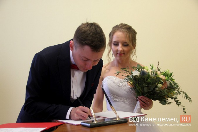 В Кинешму расписаться в День святого Валентина съехались молодожены из разных городов России фото 9