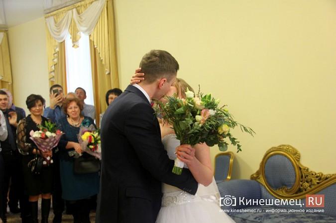 В Кинешму расписаться в День святого Валентина съехались молодожены из разных городов России фото 11