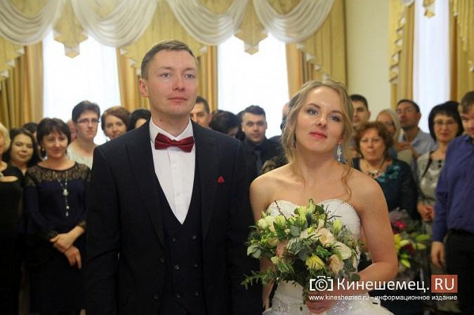 В Кинешму расписаться в День святого Валентина съехались молодожены из разных городов России фото 12