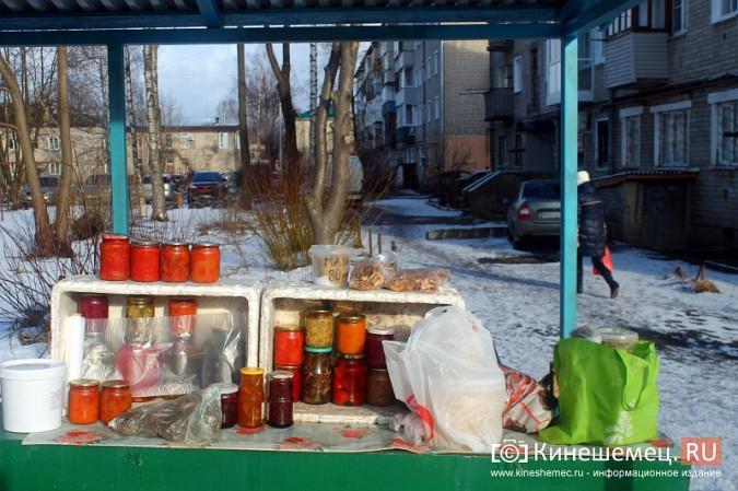 Жители просят отодвинуть от дороги микрорынок на «Чкаловском» фото 10