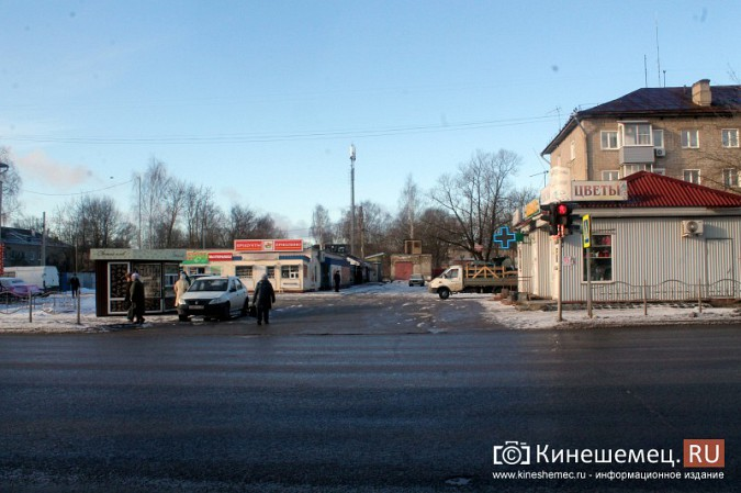 Жители просят отодвинуть от дороги микрорынок на «Чкаловском» фото 2