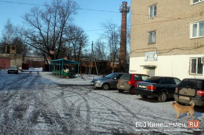 Жители просят отодвинуть от дороги микрорынок на «Чкаловском» фото 3