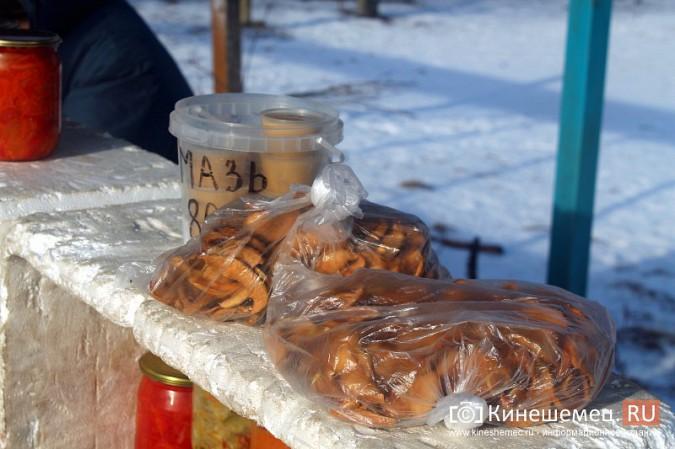 Жители просят отодвинуть от дороги микрорынок на «Чкаловском» фото 7