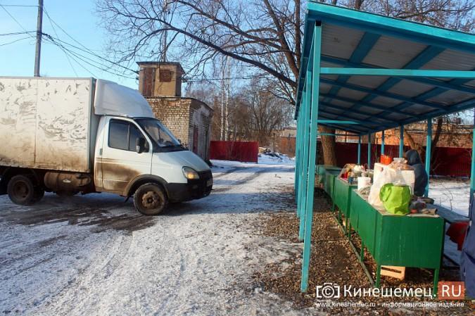 Жители просят отодвинуть от дороги микрорынок на «Чкаловском» фото 5