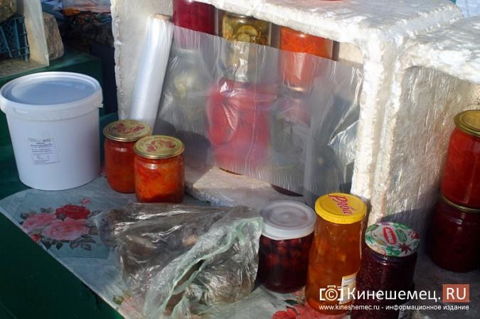 Жители просят отодвинуть от дороги микрорынок на «Чкаловском» фото 9