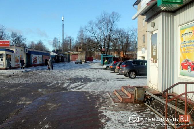 Жители просят отодвинуть от дороги микрорынок на «Чкаловском» фото 12