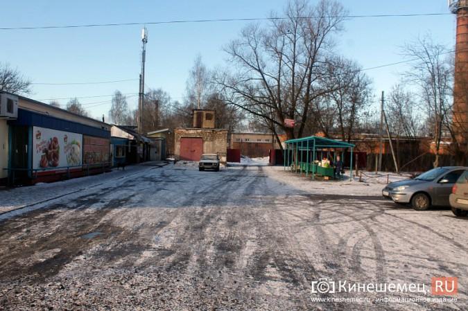 Жители просят отодвинуть от дороги микрорынок на «Чкаловском» фото 4