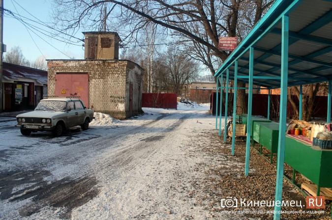 Жители просят отодвинуть от дороги микрорынок на «Чкаловском» фото 11