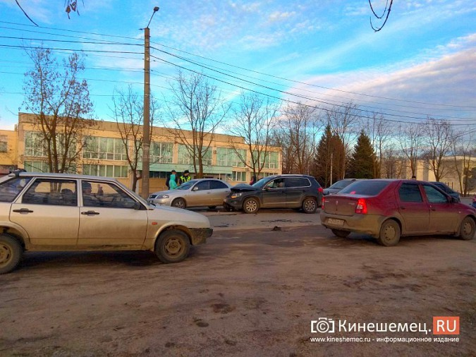 В Кинешме напротив бывшего бассейна произошло массовое ДТП фото 3