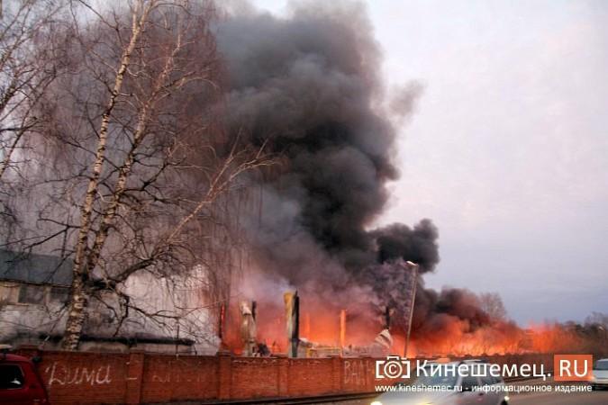 Более ста кинешемцев отказались от самоизоляции, чтобы оценить пожар на Фабрике №2 фото 8